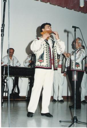 USA 2003 : Ansamblul V. Raducu